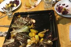 Ofengemüse mit Salzkartoffeln, Radicchio und Äpfeln